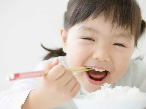 Mơ thấy ăn cơm có thông điệp gì, đánh con số nào thắng lớn?