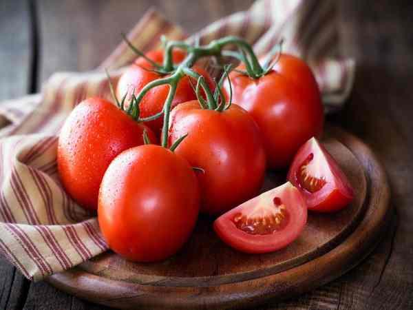 Mơ thấy quả cà chua điềm báo tốt hay xấu?